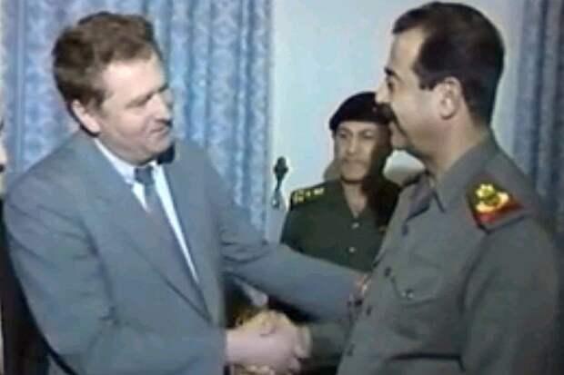 Владимир Жириновский и Саддам Хусейн в 1993 году. Фото: YouTube