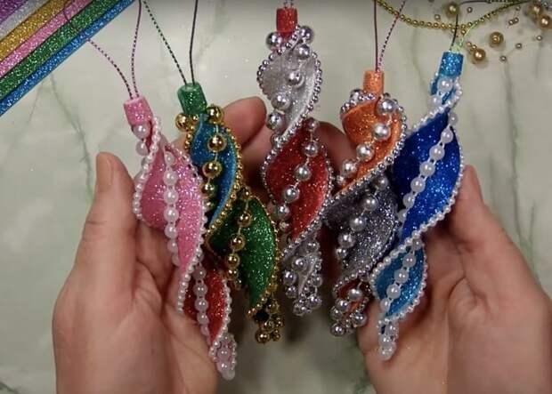 Новогодние игрушки из фоамирана своими руками