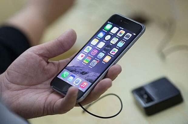 Если дисплей активизировался без причины, возможно, идет обмен информацией с телефоном / Фото: img.rl0.ru