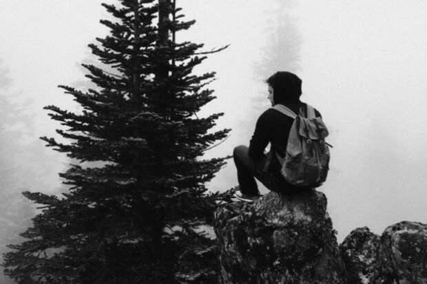 одинокий человек на природе