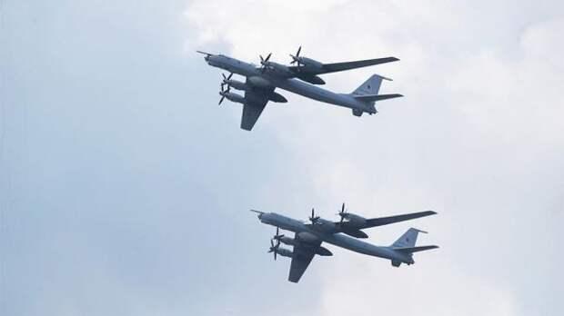 Над Тихим океаном кроссийским Ту-142 присоединились палубные F/A-18 ВМС США