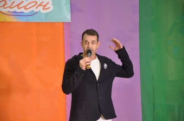 Дмитрий Певцов поздравил участников конкурса «Мой район» с победой
