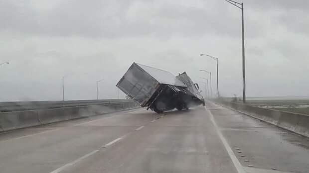 Ураган Салли обрушился на Алабаму и Флориду