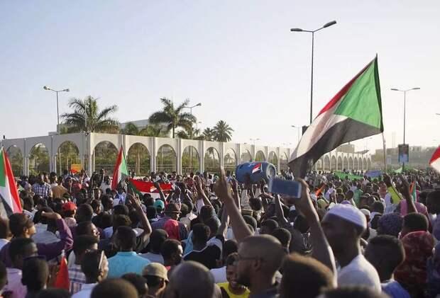 США «ложатся» под правительство Судана, осознав стратегическое значение региона