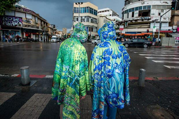 На улице в Тель-Авиве. Фотограф Алан Бурла 44