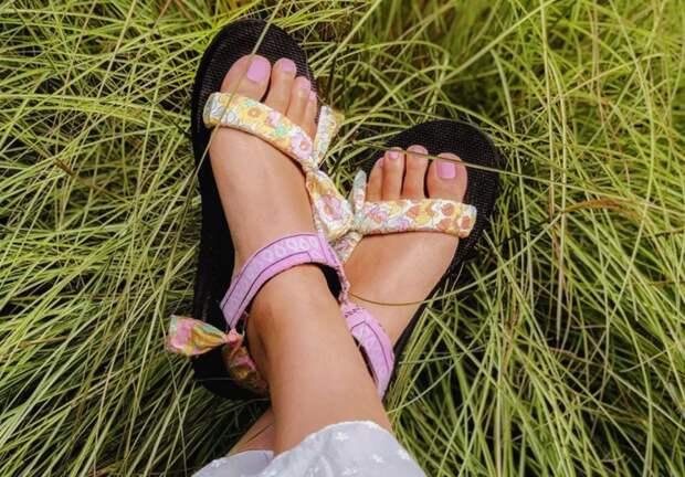 Декор сандалий платками