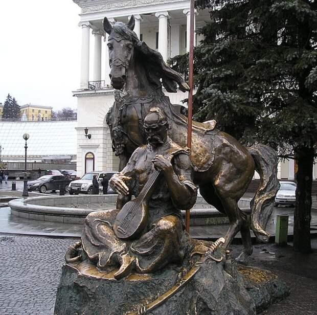 Киев, площадь Независимости Памятник казаку Мамаю. 2003