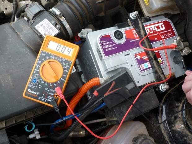 За АКБ нужен уход. |Фото: hi-electric.com.