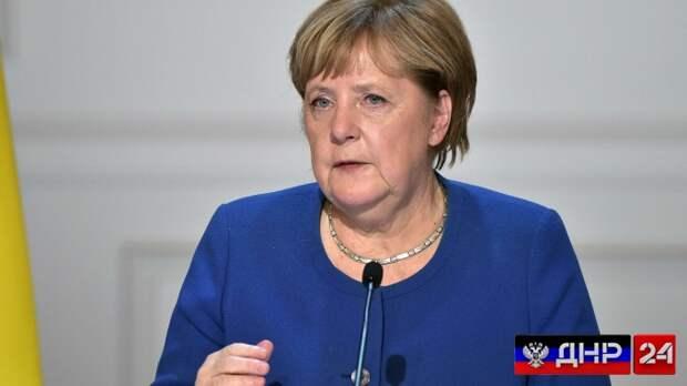 Меркель официально выступила за диалог с Путиным