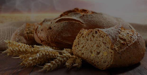 Черствый хлеб годится не только для панировочных сухарей и сухариков в виде закуски. /Фото: mamo4ki.su