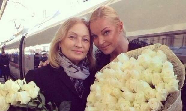 Анастасия Волочкова пожаловалась на маму