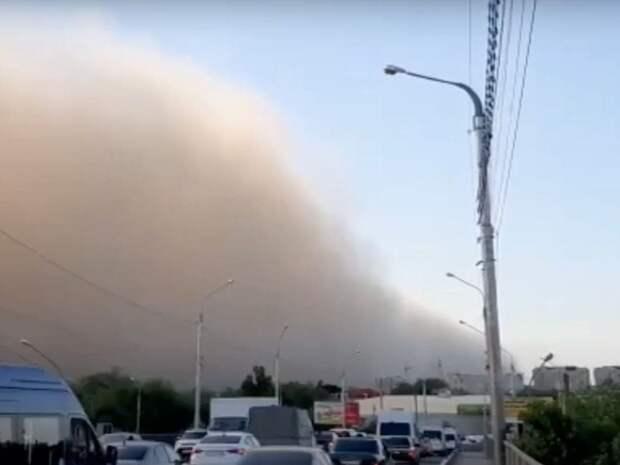 Астраханцы возмущены поздним оповещением МЧС о пыльной буре