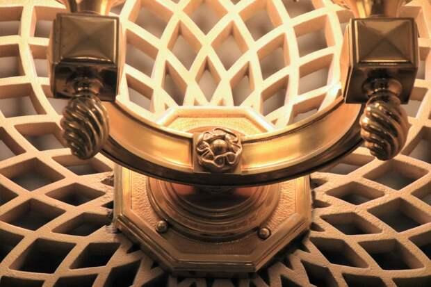 восстановленный светильник холла