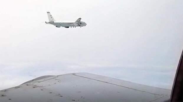 В Сети появилось видео перехвата американского RC-135 российскими истребителями Су-35с и МиГ-31БМ