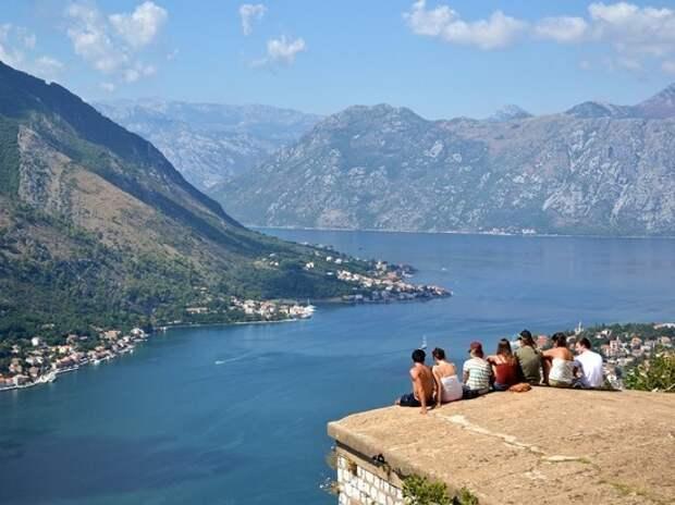 Черногория снимет все ограничения по коронавирусу для российских туристов