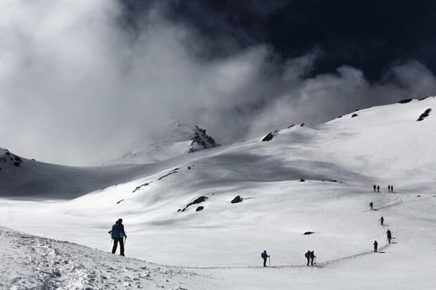 Путь на перевал Лауребина (4610 м.). Бескрайние снежные поля скрывают 108 священных озер.