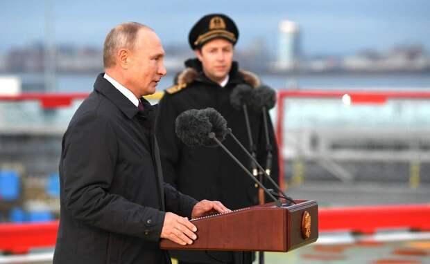 Путин ругает лихие 90-е, но увековечивает память тех, кто их устроил