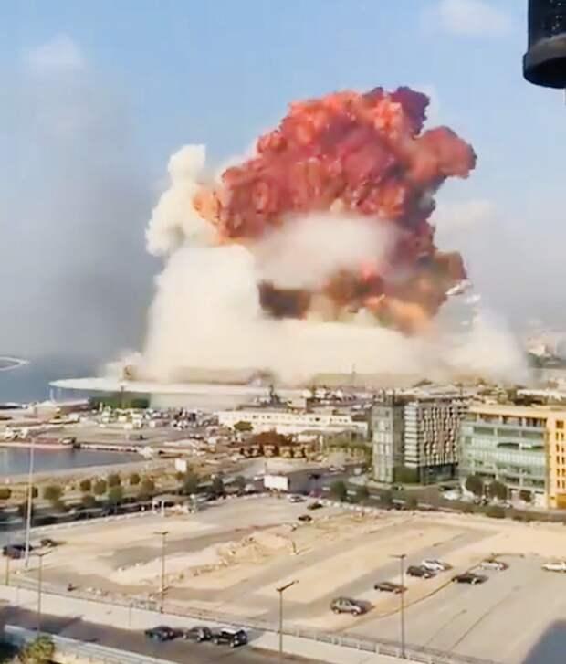 МЧС России примет участие в ликвидации последствий взрыва в порту Бейрута