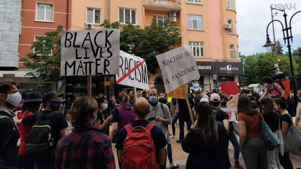 Черный расизм завоевывает США. Колонка Владимира Тулина