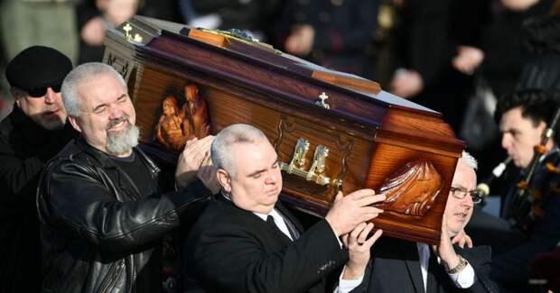 Посмертные фото знаменитостей: специфический заработок на кумирах миллионов