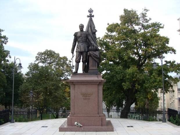 Любопытные факты про зарубежные памятники русским правителям