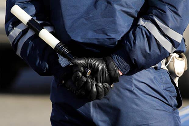 Сотрудники ГИБДД угрожали стрельбой ехавшей на работу семье за давнее нарушение
