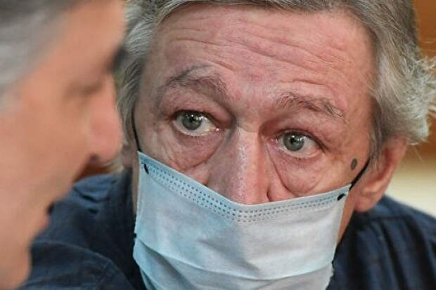 Михаил Ефремов заявил, чтоПашаев билегоногами