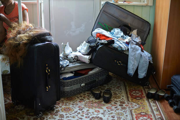 17. Последние сутки в России. По словам сотрудников Бюро МОМ, нигерийки очень следят за собой. Домой везут большие чемоданы с вещами, так как приехать из-за границы с пустыми руками считается чем-то постыдным.