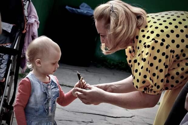 Придя в детсад за сыном, женщина узнала, что его забрала неизвестная няня. Вернувшись домой, муж открыл ей плачевную тайну