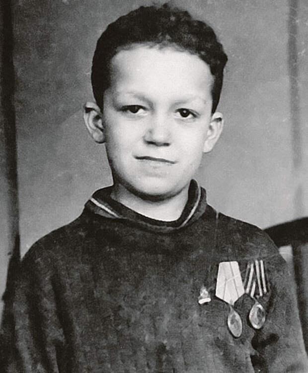 Иосиф Кобзон, Краматорск, 1944 год