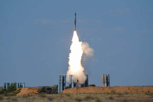 Опубликовано видео уничтожения комплексом С-300ПМУ2 высокоскоростного БПЛА