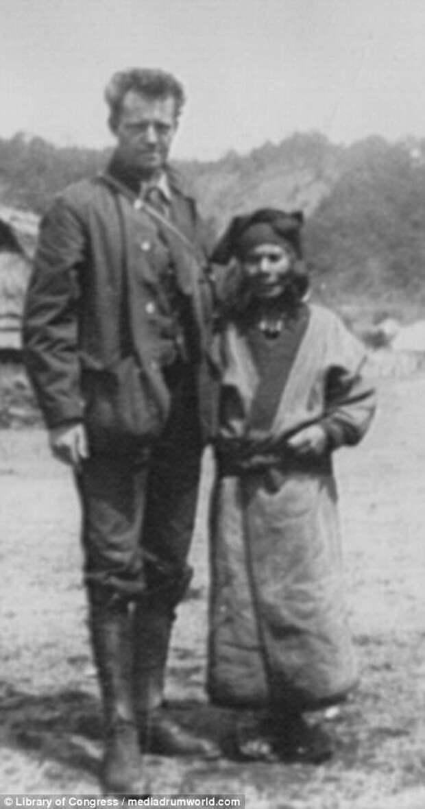Арнольд Генте с местной жительницей айны, история, народ, фотография