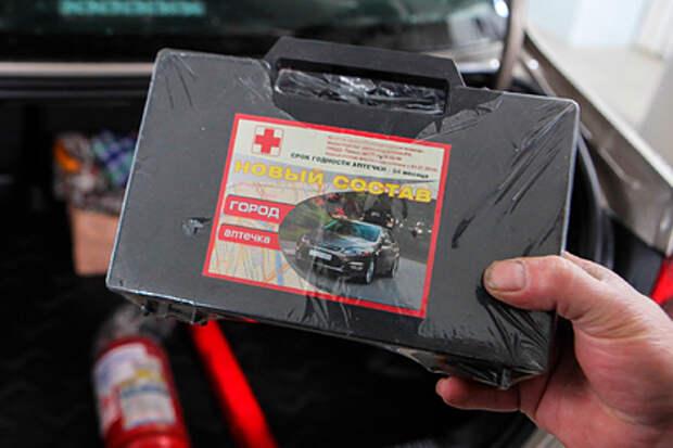 Что-то маски плохо берут, масочный заводик простаивает.... В России подготовили новые требования к автомобильной аптечке