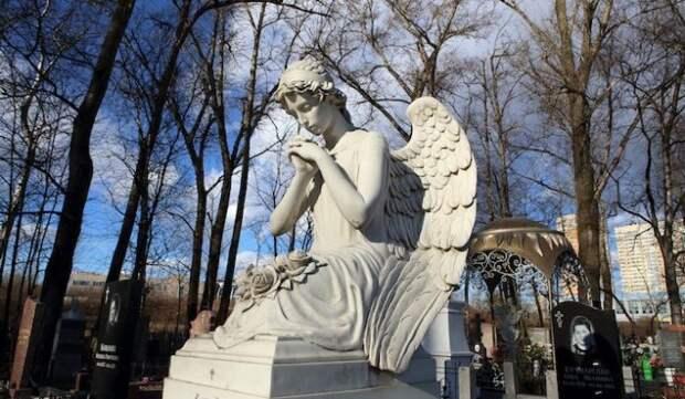 """""""Папа умер, его больше нет"""": вдова скончавшегося от коронавируса блогера рассказала детям правду"""