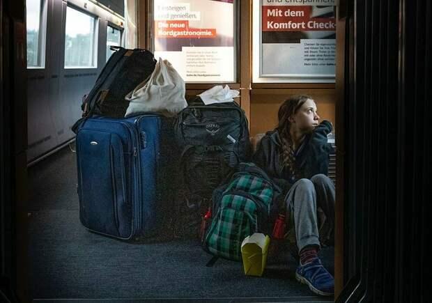 Грета Тунберг выложила фотку на полу поезда. Вот только ехала она первым классом
