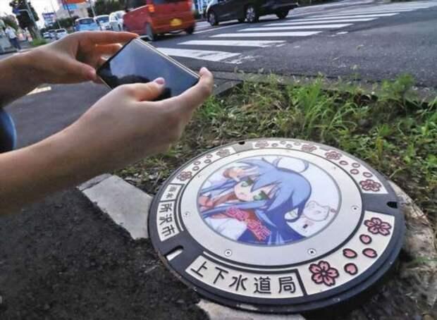 Первые в Японии крышки люков со светодиодными дисплеями