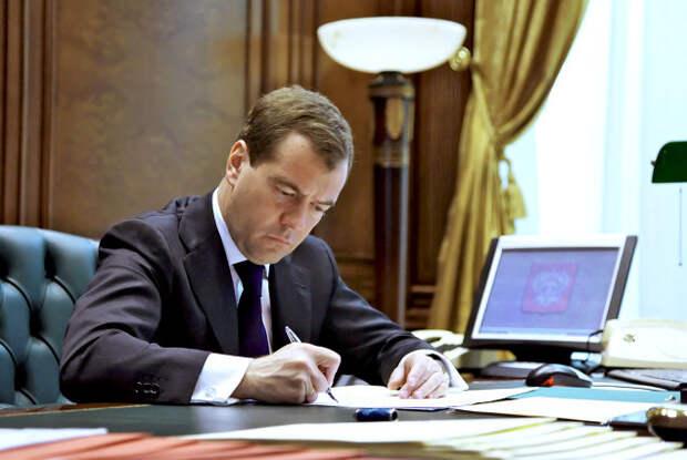 Медведев подписал документ об изменении порядка оплаты услуг ЖКХ