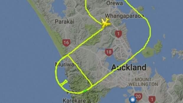 Летчик выполнил пенисо-образную траекторию полета над Оклендом для привлечения внимания к раку яичка