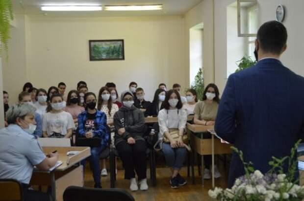 В Нальчике учащимся рассказали о сущности идеологии терроризма