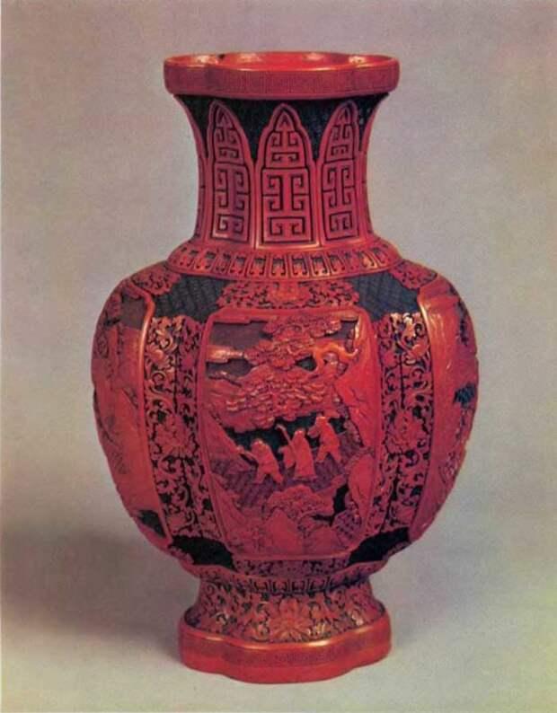 Старинная китайская ваза резного лака из собрания Музея Востока