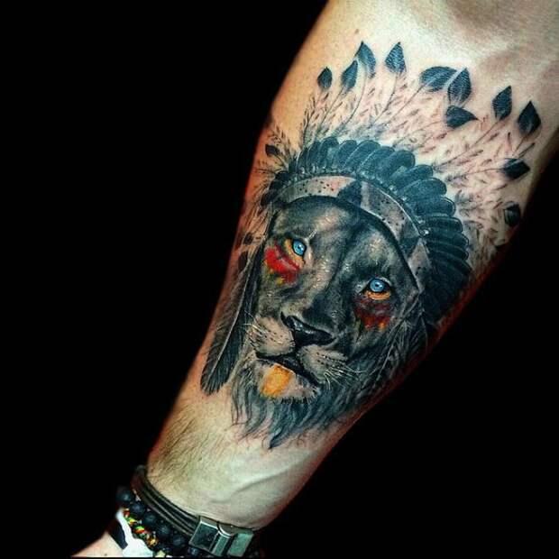Татуировка с изображением львиной морды.