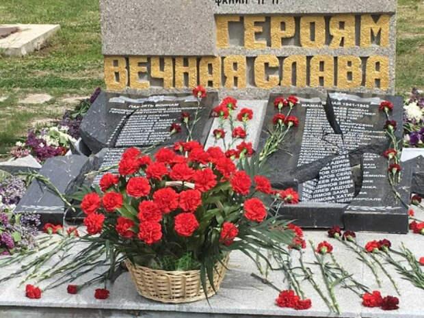 В Орловке восстановлен разрушенный вандалами памятник