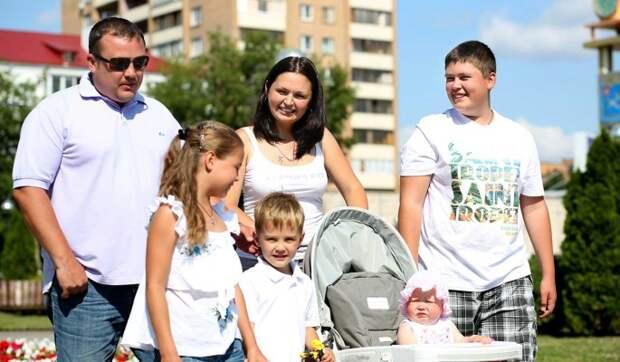 Какие выплаты положены многодетным семьям в России в этом году