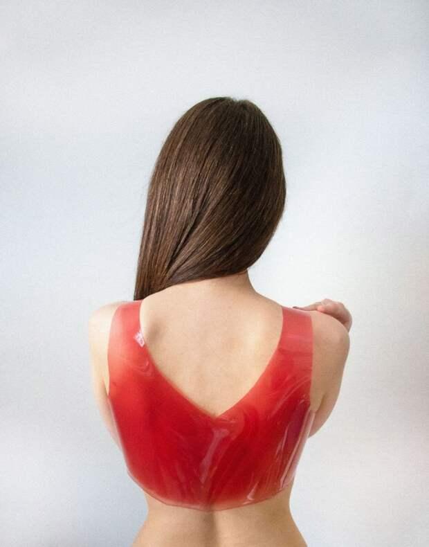 Дизайнер создал одежду из желе. Если она надоест, ее можно расплавить и переделать