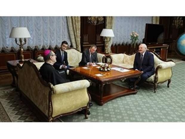 Пойдет ли Лукашенко на конкордат с Ватиканом ради удержания власти
