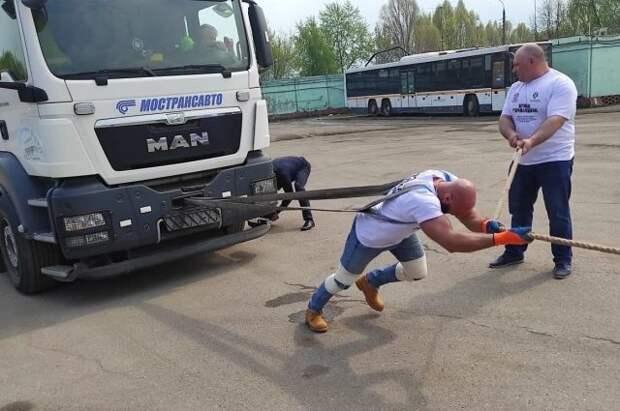 Житель Подмосковья установил мировой рекорд по силовому экстриму