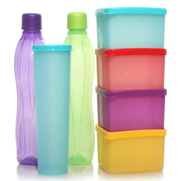 Большинство пластиковых изделий выделяют вредные эстрогеноподобные вещества, которые способны проникать в пищу при нагревании пластика в микроволновой печи.