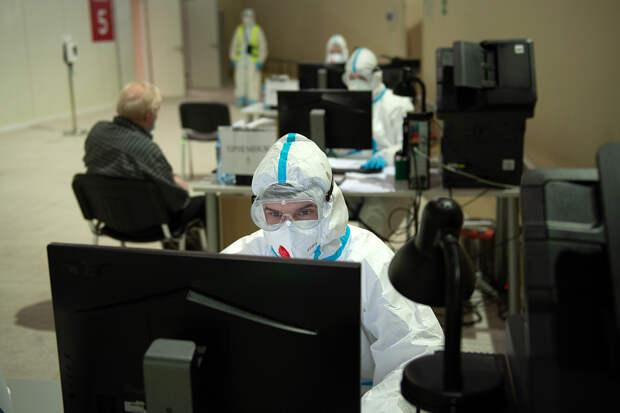 Почти 17,6 тысячи новых случаев COVID-19 выявили в РФ за сутки