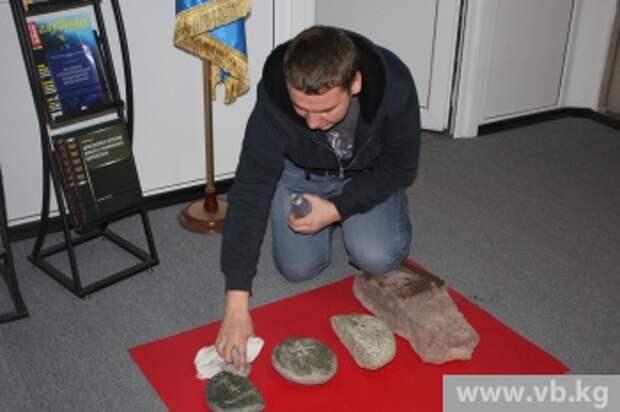Археологический подарок сделал Кыргызстану летчик российской авиабазы