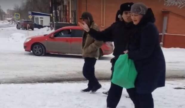 Полицейский вБузулуке едва невывернул женщине руку
